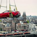 Lexus LC nad dachami Amsterdamu